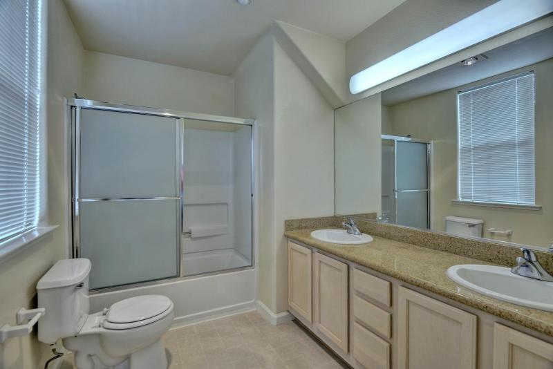 Bay Tree Apartments - Bathroom